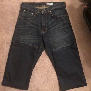 Men's dark denim jeans. Size 30x32 Relaxed Boot.